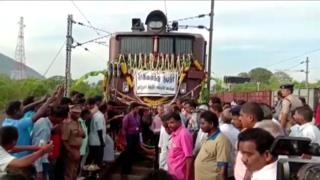 वाटर ट्रेन, पानी के वैगन की ट्रेन, ट्रेन, चेन्नई, जल संकट, पानी, ट्रेन पर पानी