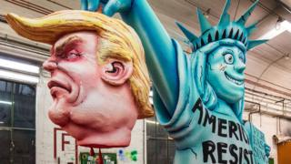 карнавал в германии - голова трампа и статуя свободы