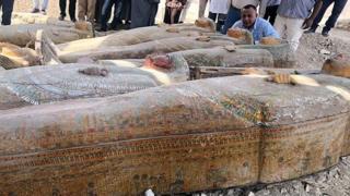 ઇજિપ્તમાંથી મળી આવેલાં રંગૂન ભાતવાળાં લાકડાંના કૉફિન