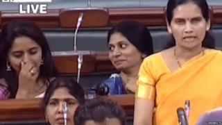 लोकसभेत भारती पवार भाषण करत असताना रक्षा खडसे आणि प्रीतम मुंडे यांना हसू आवरत नव्हतं.