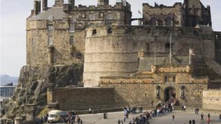 Queues outside Edinburgh Castle