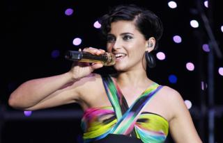 Певица Нелли Фуртадо на московском концерте в 2008 году