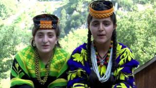 पाकिस्तानी मुलीना अमरीना आणि अरियाना