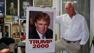 وقف ستون لإلى جانب دونالد ترامب في ترشحه الفاشل للرئاسة عام 2000