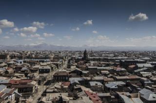 Ermenistan'da Sovyetler döneminde depremin ardından geçici olarak kurulan domiklerden (küçük evler) oluşan mahalle.