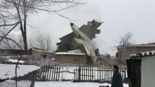 """16-январь күнү """"Манас"""" аба майданына жакын жердеги Дача-Су айылына учак кулап, жалпысынан 39 адам каза болгон"""