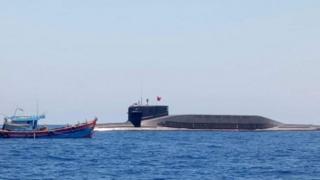 Tàu ngầm Trung Quốc xuất hiện cạnh tàu cá Việt Nam giữa tháng Chín 2019. Ảnh do Ngư dân Quảng Ngãi cung cấp