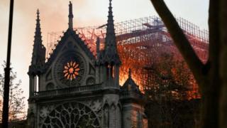 نوٹراڈام: آگ لگنے کی کہانی، تصاویر کی زبانی