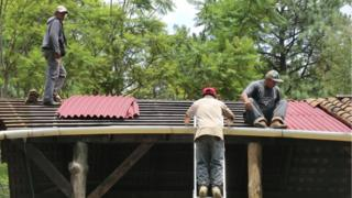Onduline roof installation in Mexico