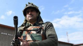 कश्मीर में तैनात जवान