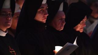 Monjas asisten a una misa en el Vaticano