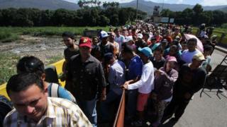 Long queues between San Antonio and Cucuta