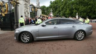 Car arriving at Buckingham Palace