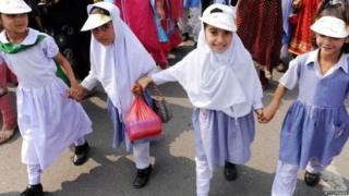ਪਾਕਿਸਤਾਨ ਵਿੱਚ ਵਧੇਰੇ ਕੁੜੀਆਂ ਪ੍ਰਾਇਮਰੀ ਸਕੂਲ ਤੋਂ ਵੱਧ ਨਹੀਂ ਪੜ੍ਹਦੀਆਂ ਹਨ