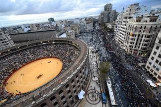 People march during an anti-fascist demonstration while a bullfighting is held in the bullring of Valencia, on 9 October 2018,