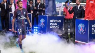 Barcelona yamshtaki Neymar kwa kuhamia PSG