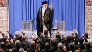 """آیتالله خامنهای: """"باید با جدیت کامل کاهش تعهدات اتمی را ادامه دهیم"""""""