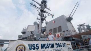 Tàu khu trục mang tên lửa dẫn đường USS Mustin