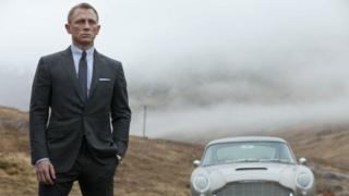 Ceyms Bond, MI6, kəşfiyyatçı