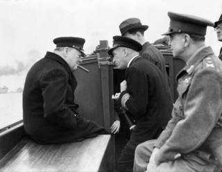 Уинстон Черчилль в Нормандии после высадки