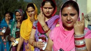 મતદાન માટે આવેલી મહિલાઓ