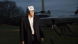 Trump ayaa diidmadan la wadaagay saxafiyiinta markii uu Aqalka Cad dib ugu laabtay Axaddii