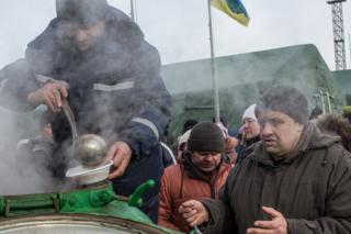 Українська сторона заявила, що сепаратисти обстріляли пункти обігріву і надання гуманітарної допомоги в Авдіївці