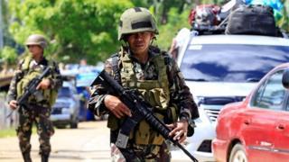 Ciidammada milatariga ayaa gaafwareegaya wadooyinka Mindanao ka dib markii lagu dhawaaqay xaalad degdega ah