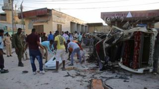 Mogadişu'da dün sabah bombalı bir araçla düzenlenen saldırı sonucu en az yedi kişi ölmüştü.
