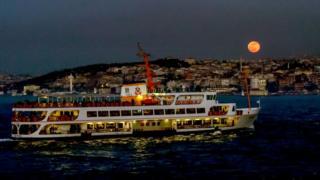 İstanbul'da ay