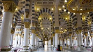 Dekorasi dan lampu Masjid Nabawi, Madinah.