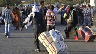 أثيوبيون مخالفون عائدون إلى بلادهم من السعودية
