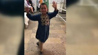 5 yaşındaki Afgan çocuğun protez mutluluğu viral oldu