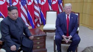 ترامپ پا بر خاک کره شمالی گذاشت