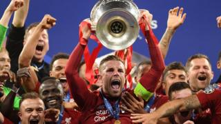 Jordan Henderson lifts the trophy