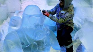 Diver ice sculpture