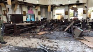 Interior de la iglesia tras la explosión