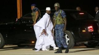 Jammeh ayaa dalka Gambia isaga baxay Sabtidii