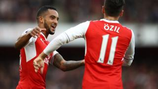 Theo Walcott and Mesut Ozil celebrate
