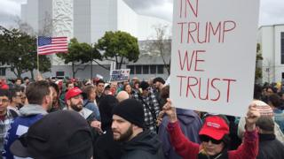 Người biểu tình ủng hộ Tổng thống Donald Trump ở Berkeley hôm 4/3/2017