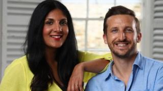 Radha Vyas dan Lee Thompson bertemu melalui biro jodoh online.