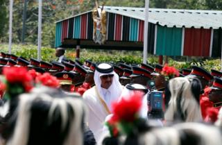 Qatari Emir Sheikh Tamim bin Hamad al-Thani inspects guards of honor at the State House in Nairobi, Kenya April 11, 2017. REUTERS/Thomas Mukoya