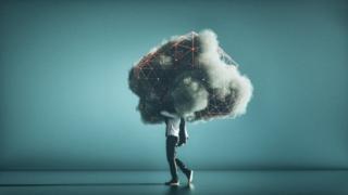 概念图——一个顶着存储云盘的现代人