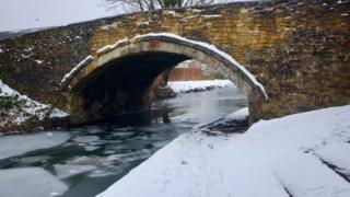 Oxford Canal frozen