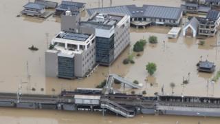 La gare de Kurashiki, dans la préfecture d'Okayama, complètement dans la nasse.
