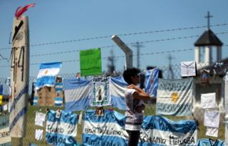 Familiares esperan a los tripulantes del ARA San Juan