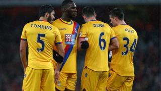 James Tomkins, le défenseur central de Crystal Palace blessé par un joueur de Liverpool