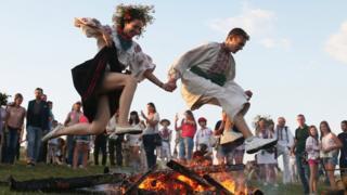 Обряд стрибків через вогнище у Пирогові