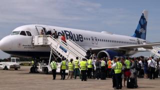 JetBlue Havayollarına ait uçak Küba'daki Santa Clara havaalanında
