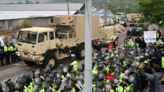 การนำระบบป้องกันขีปนาวุธ THAAD ไปประจำการในเกาหลีใต้ จุดกระแสต่อต้านจากประชาชนจำนวนมากที่กลัวว่าประเทศจะตกเป็นเป้าหมายการโจมตีของเกาหลีเหนือ